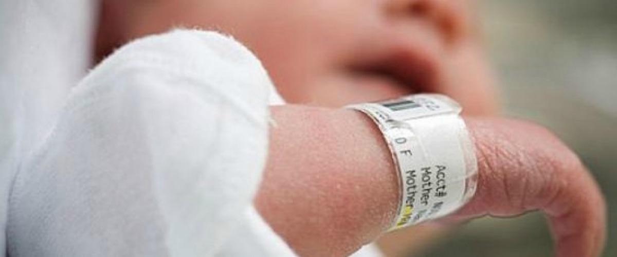 Έκπληκτοι οι Αστυνομικοί στη Λάρνακα  Γυναίκα γέννησε στο καναπέ του  σπιτιού της! Δεν ήξερε ότι ήταν 6 μηνών έγκυος e216f420bf4