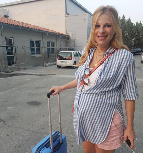Πήρε την βαλίτσα του μαιευτηρίου κι αποχαιρέτησε συνεργάτες και τηλεθεατές!  Τι υποσχέθηκε η Αριστοτέλους φεύγοντας  - ΦΩΤΟΓΡΑΦΙΑ 3d5b4d3205e